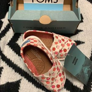 Toms apple canvas shoes for size Tiny 5 baby girl